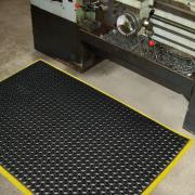 engineers-mat-rubber-in-factory