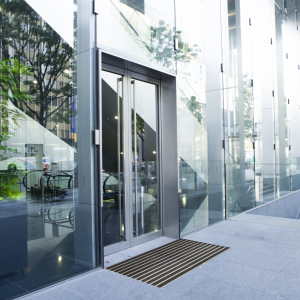 platinum-scraper-entrance-matting-at-building-entrance