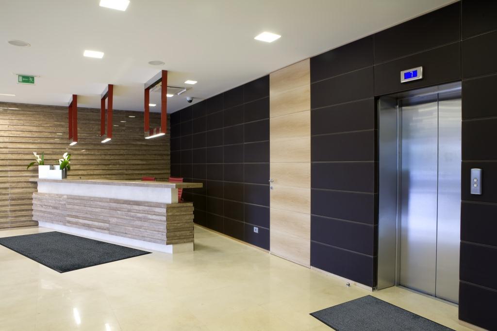 wondersorb-entrance-mat-in-building-lobby