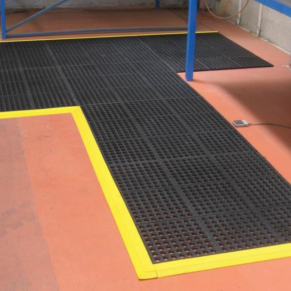 Custom shape modular mats at work bench